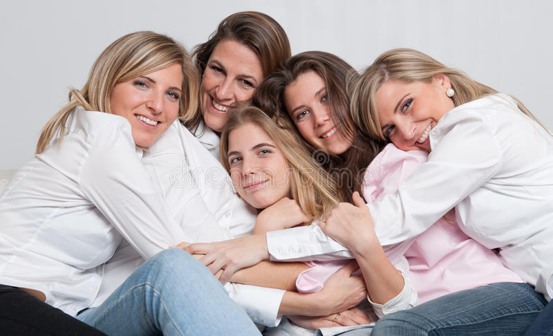 Groupe féminin affectueux image stock