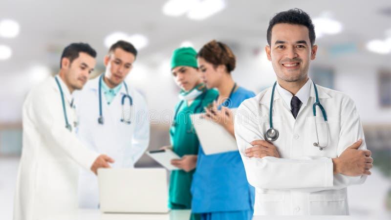 Groupe médical de personnes - médecin, infirmière et chirurgien photo stock