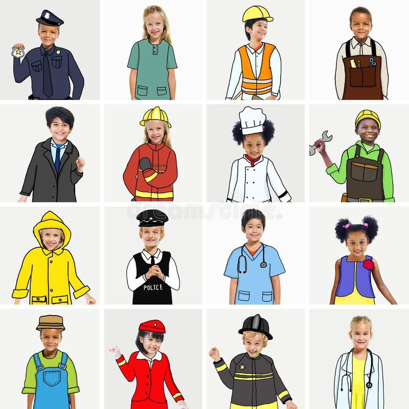 Groupe multi-ethnique d'enfants avec des concepts de travaux rêveurs illustration stock