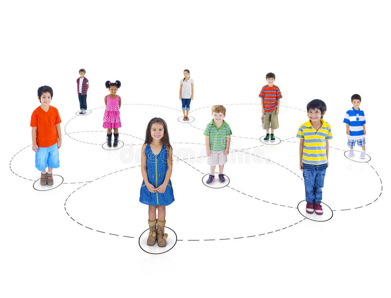 Download Groupe Multi-ethnique De Connexion D'enfants Image stock - Image du bonheur, isolement: 45364913