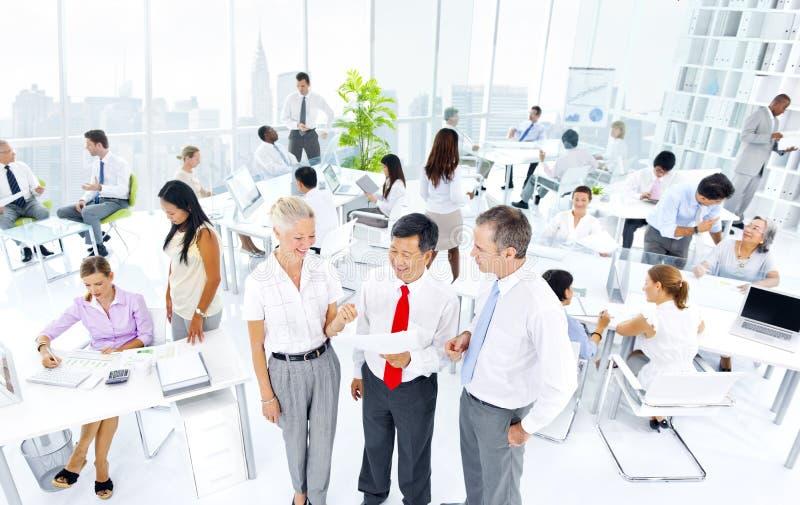 Download Groupe Multi-ethnique De Gens D'affaires Image stock - Image du asiatique, accomplissement: 45365893