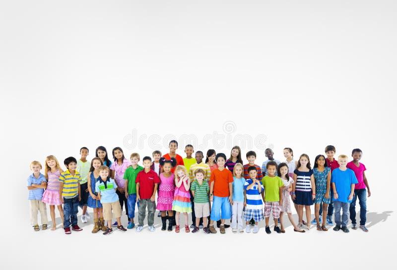 Groupe multi-ethnique divers d'enfants images libres de droits