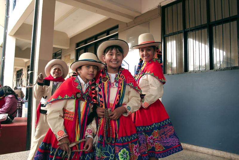 "Groupe péruvien indigène de jeunes filles avant ""Wayna Raimi "" photographie stock"