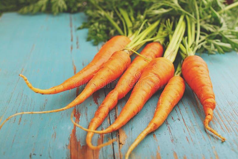 Groupe sale de carottes images stock