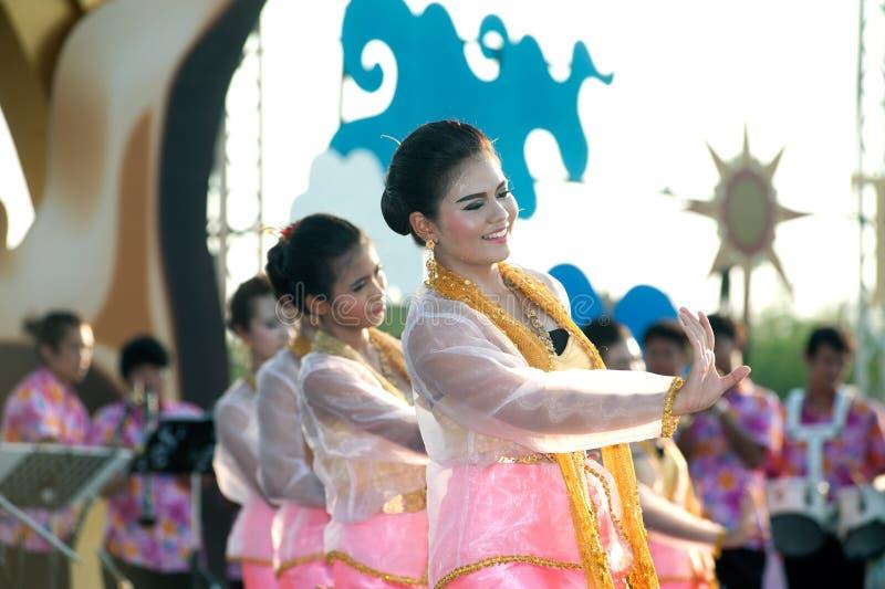 Groupe thaïlandais exécutant la musique thaïlandaise et la danse thaïlandaise photographie stock libre de droits