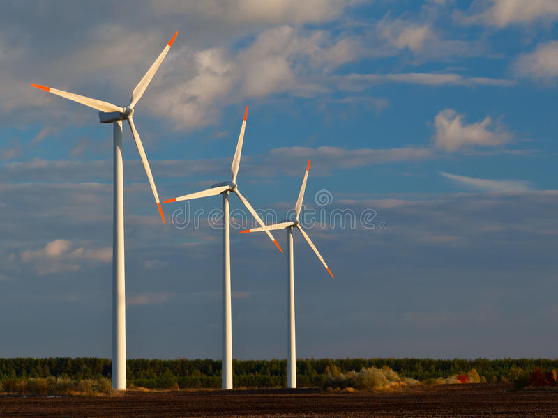 Groupes électrogènes de moulin à vent photographie stock