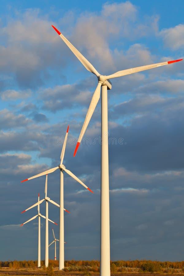 Groupes électrogènes de moulin à vent images libres de droits