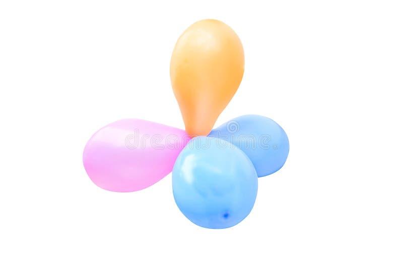 Groupes de ballons multicolores d'hélium d'isolement sur le fond blanc, bleu, l'orange, rose ou pourpre images libres de droits