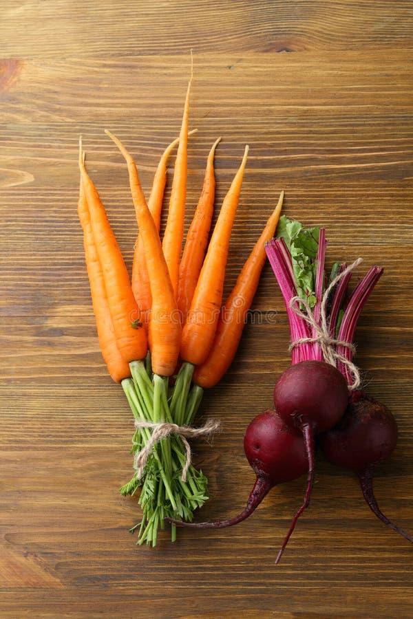 Groupes de carottes et de betteraves images libres de droits