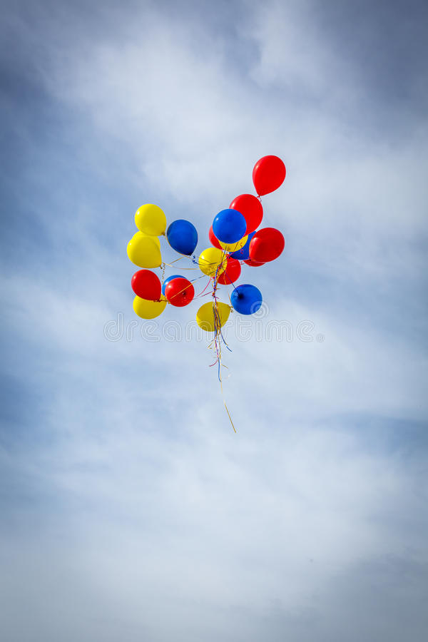 Free Grouping Of Balloons Floating Away Royalty Free Stock Photography - 48355477