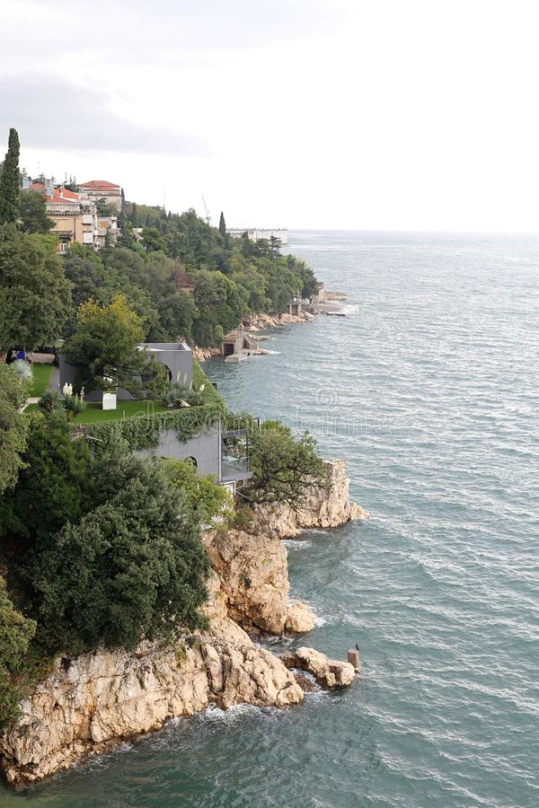 Grov Adriatiska havet kust arkivbild