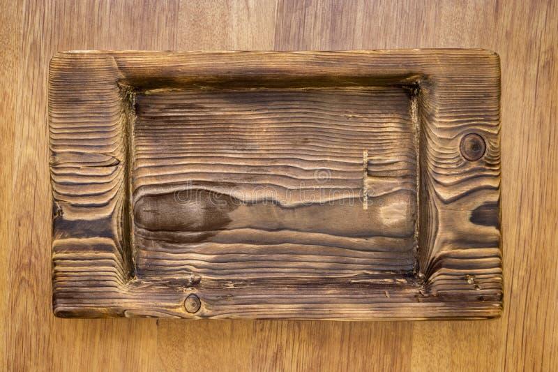 Grov lantlig träplatta arkivfoto
