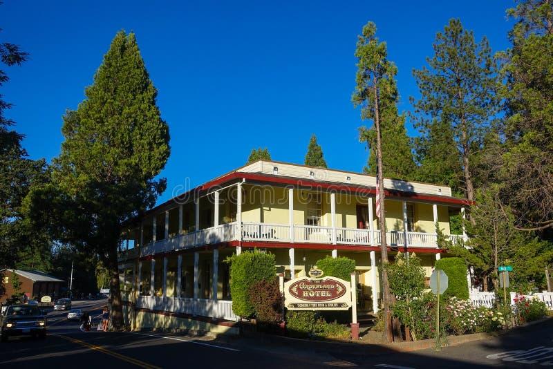 Groveland, Californië - Verenigde Staten - Juli 20, 2014: Het Grovelandhotel op Main Street, met 17 kent winnende ruimten dichtbi stock fotografie
