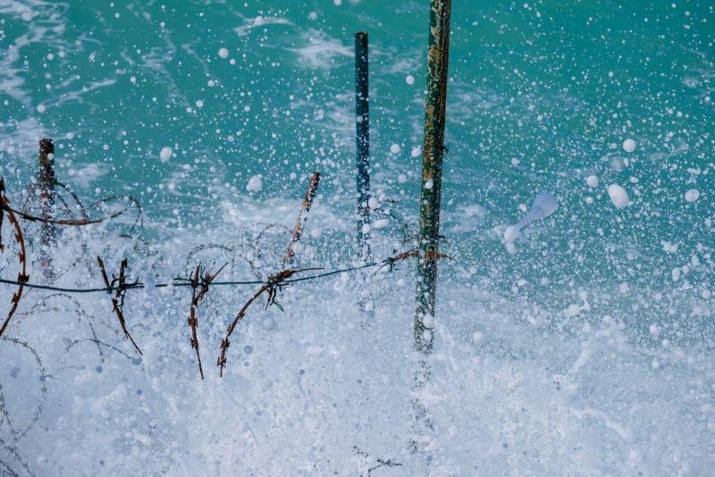 Grovt hav och höga vågor arkivfoton