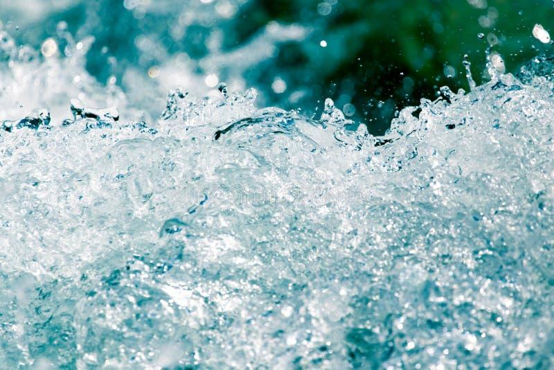 Grovt vatten från vågor royaltyfri bild