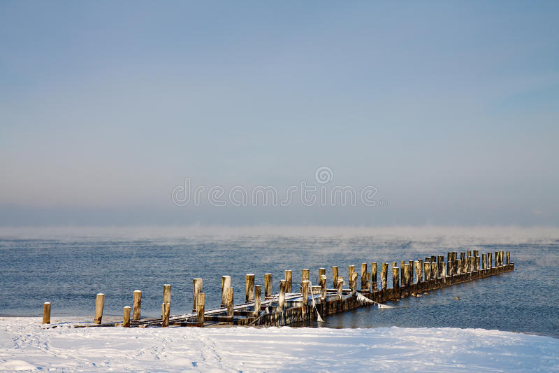 Groyne na praia foto de stock royalty free