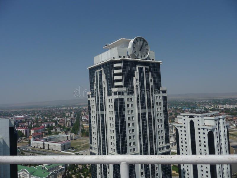 Grozny é a capital de Chechnya Negócio moderno - cidade Panorama do centro da capital Vista superior do pulso de disparo imagem de stock