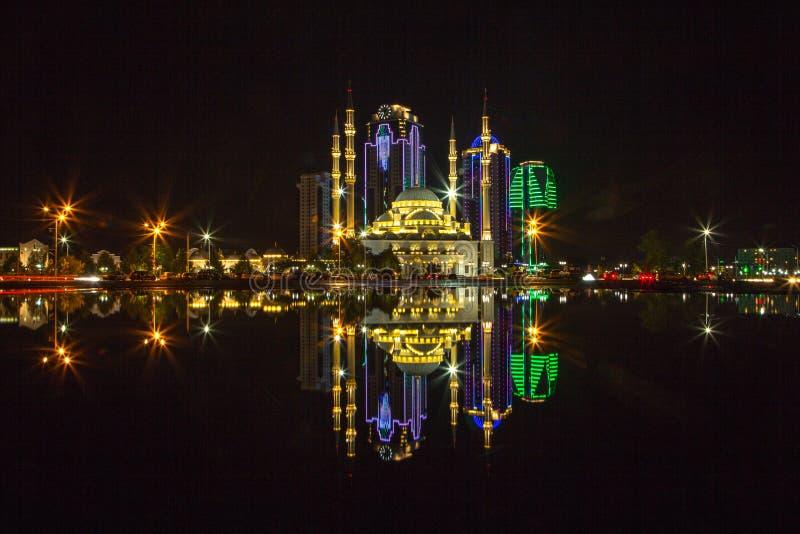 Grozny bij nacht stock afbeelding