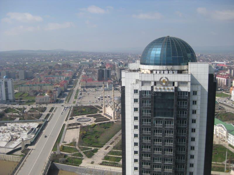 Grozny is de hoofdstad van de Tchetcheense Republiek in de Noord-Kaukasus in Rusland stock foto