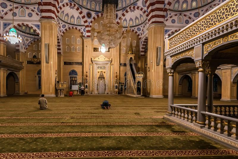 GROZNY, RUSLAND - JULI 9, 2017: Akhmad Kadyrov Mosque in Grozny, Tchetchenië, Rusland royalty-vrije stock afbeelding