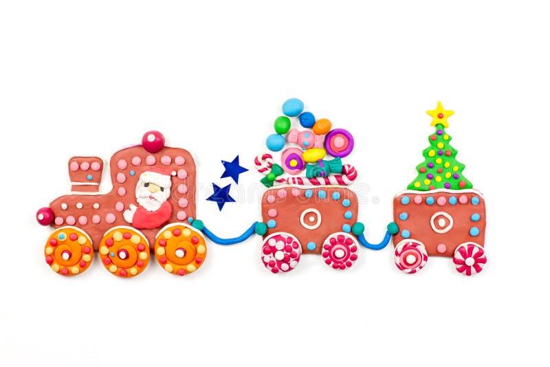 Grußkarte der frohen Weihnachten mit Dekorationen Sankt, Weihnachtszug mit Baum, Bonbons und Geschenken Kopieren Sie Platz lizenzfreie stockfotografie