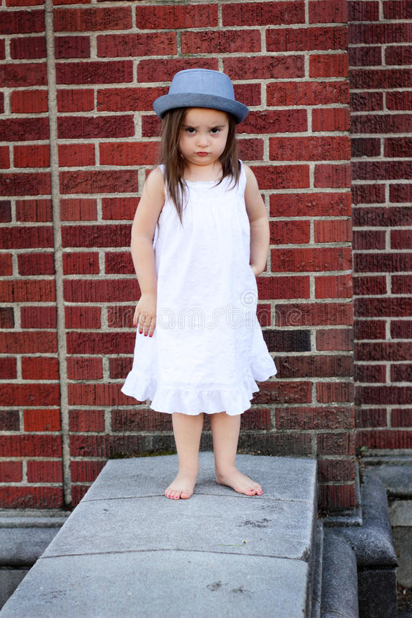 Gruñón en sombrero tonto imagen de archivo libre de regalías