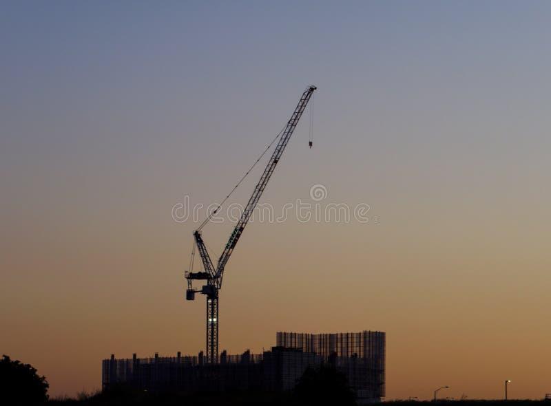 Gru al Northern Hospital Construction Site al mattino presto fotografie stock