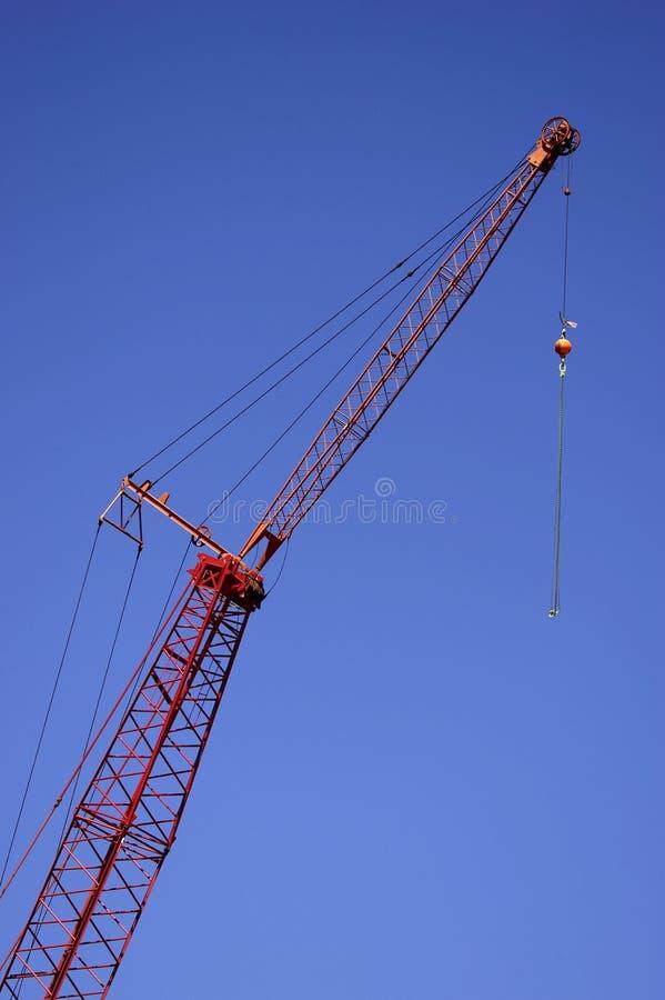 Download Gru Di Costruzione Contro Cielo Blu Fotografia Stock - Immagine di industriale, sollevamento: 206274