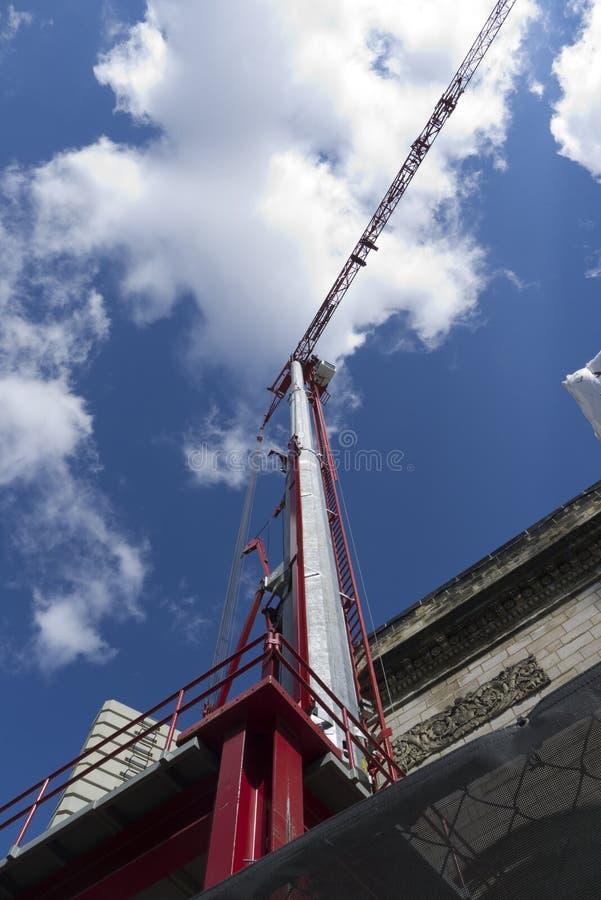 Gru di costruzione rossa fotografia stock