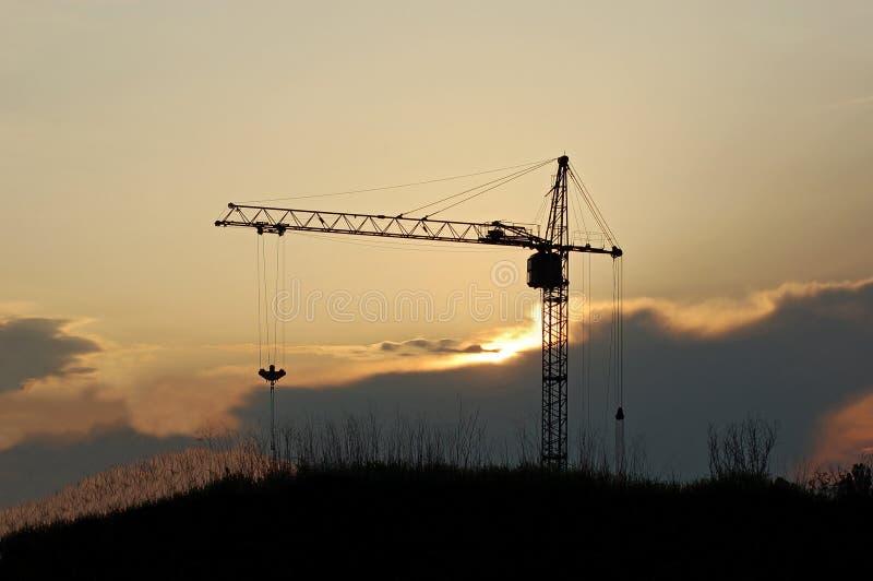 Gru a torre al tramonto immagini stock
