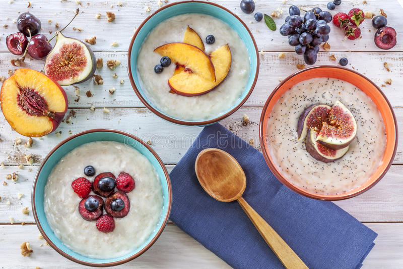 Gruau de petit déjeuner de matin image libre de droits