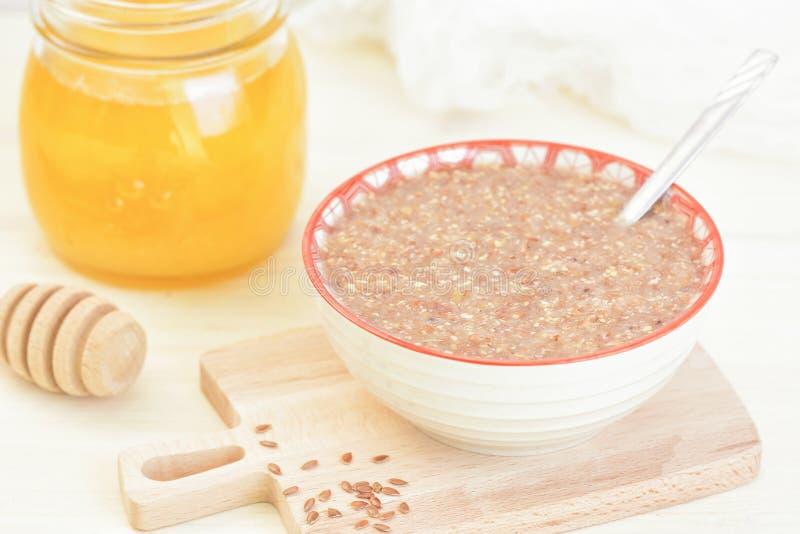 Gruau de petit déjeuner de Vegan de miel de semence d'oeillette Repas cru de nourriture photographie stock