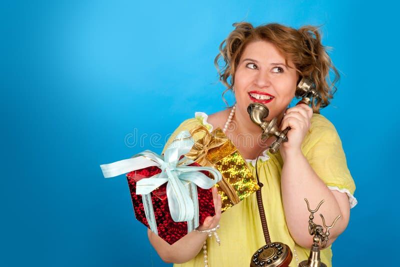 gruba szczęśliwa kobieta zdjęcia royalty free