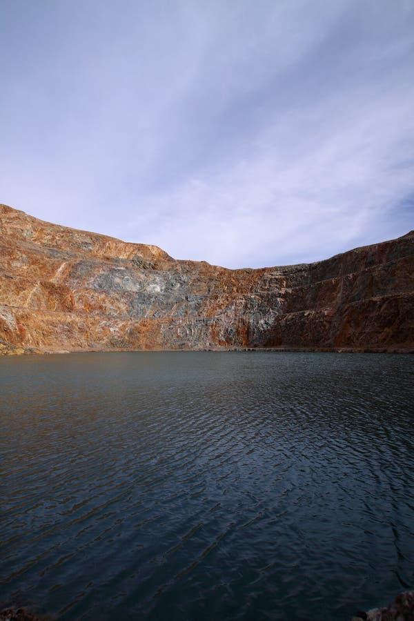 Download Grube stockfoto. Bild von stein, gold, löschen, masse - 9086744