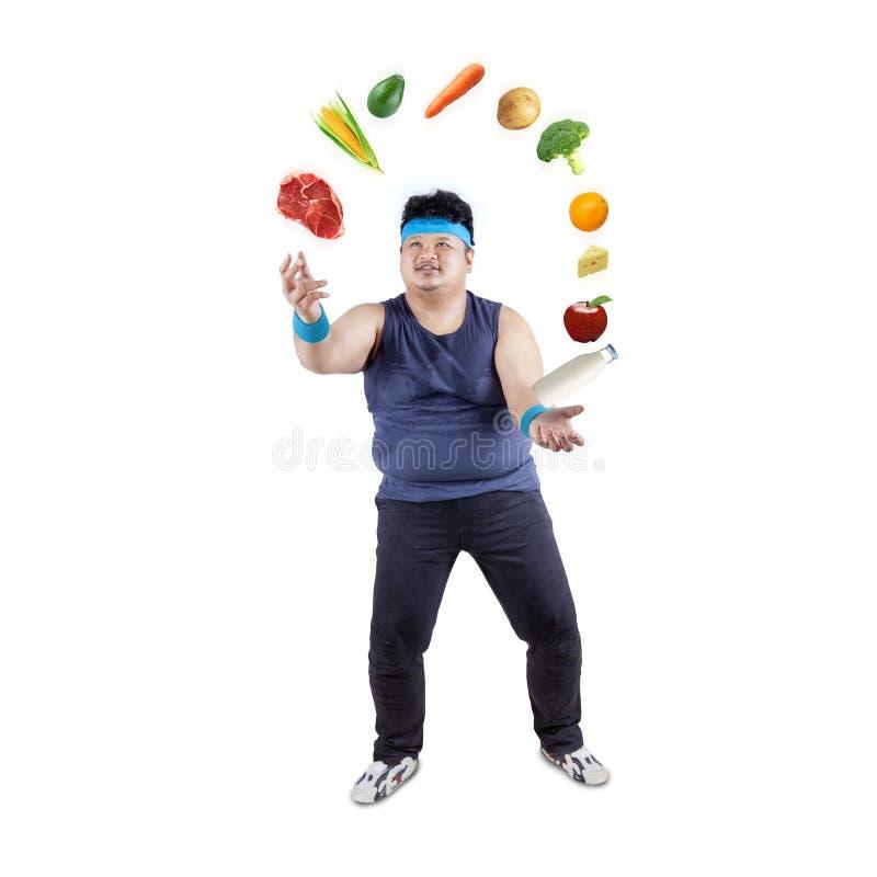 Grubego mężczyzna kuglarski zdrowy jedzenie zdjęcie stock
