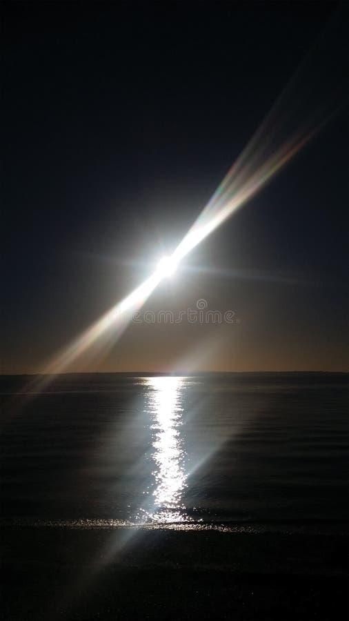 Grudnia światło słoneczne przyglądający morze out fotografia royalty free