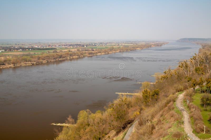 Grudziadz, kujawsko-pomorskie/Polonia - 5 aprile, 2019: 'A di WisÅ visto dalla torre del castello in GrudziÄ… DZ Un grande fiume  fotografia stock libera da diritti