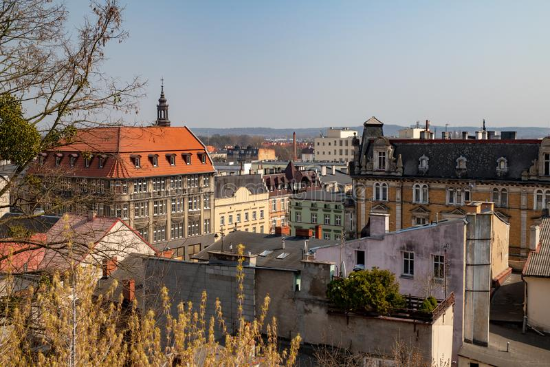 Grudziadz, kujawsko-pomorskie/Polonia - 5 aprile, 2019: Panorama della città di GrudziÄ… DZ Costruzioni di grande città in centra fotografia stock libera da diritti