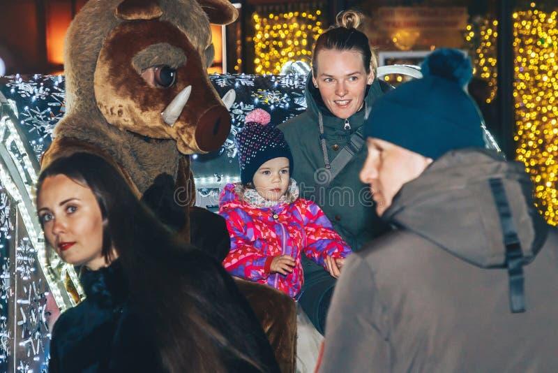 Grudzień 30, 2018 Minsk Białoruś nowego roku świętowania w rynku zdjęcia stock