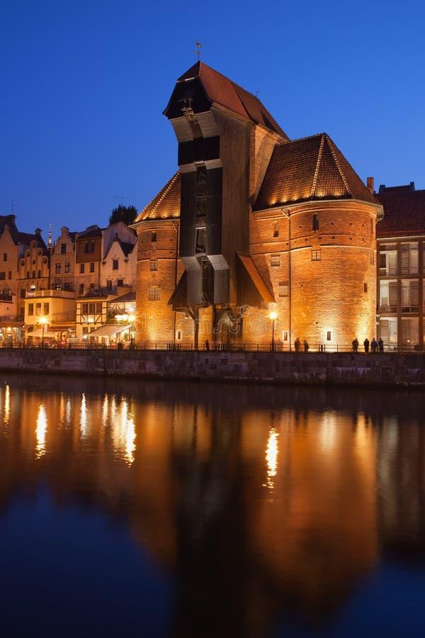 Grue dans la vieille ville de Danzig la nuit photographie stock