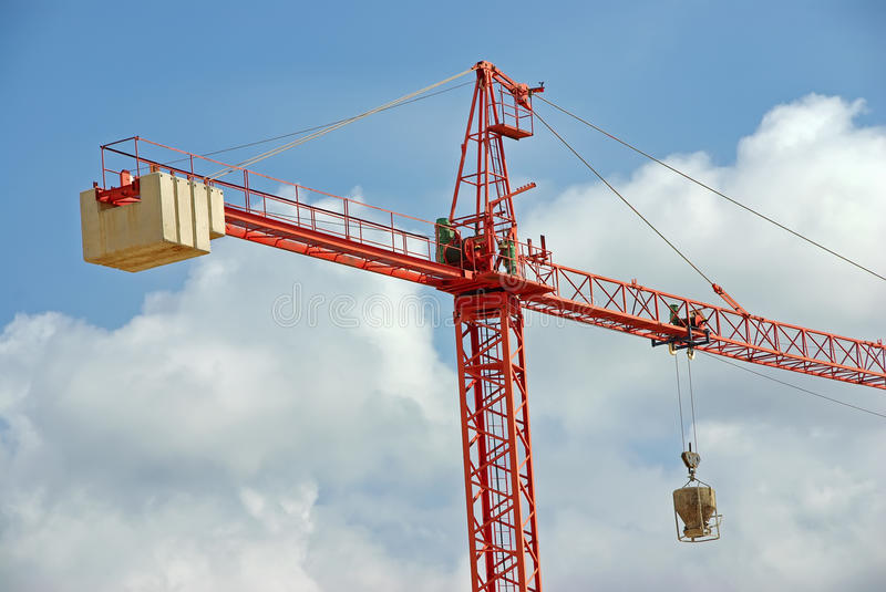 Grue de construction rouge images stock