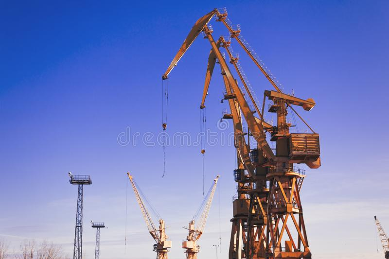 Grue de portique, éléments navire-terre de grue photo libre de droits