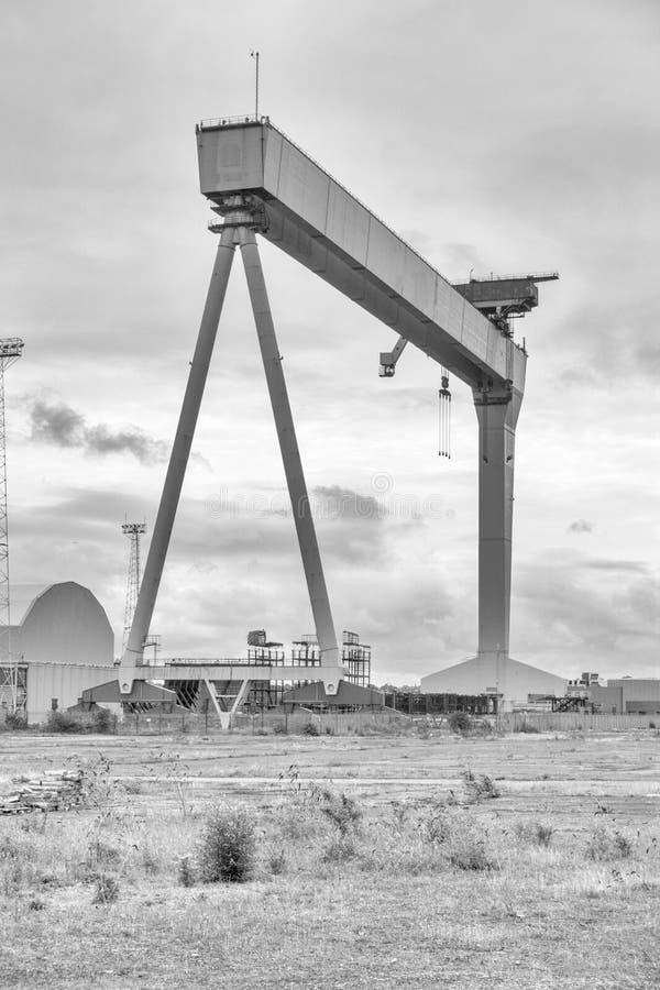 Grue de portique de construction navale images libres de droits