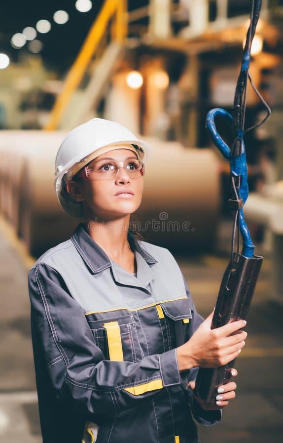 Grue fonctionnante de femme photo stock
