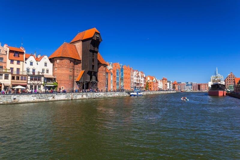 Grue historique de port à la rivière de Motlawa à Danzig photo stock