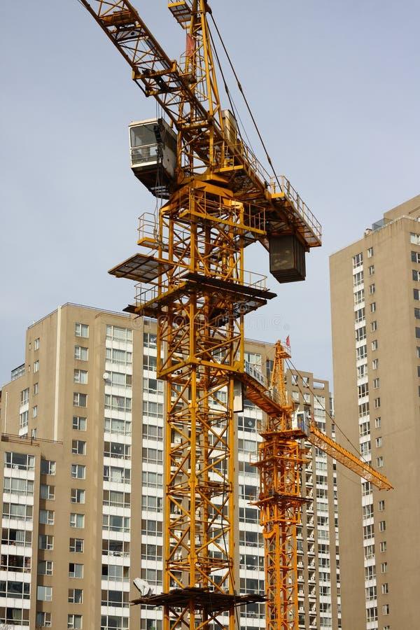 Grues au chantier de construction photographie stock