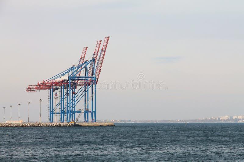 Grues de cargaison Chargement marin photos libres de droits