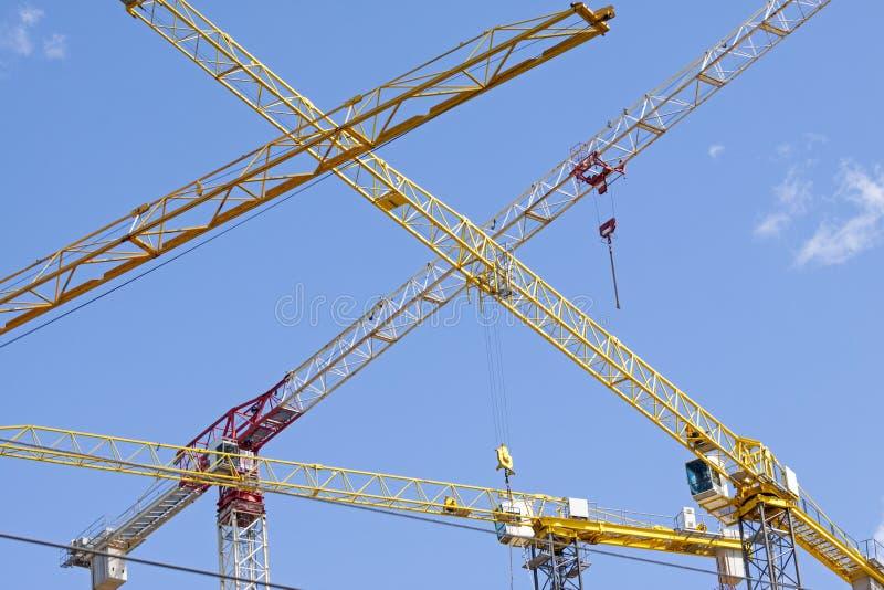 Grues de construction industrielles image stock