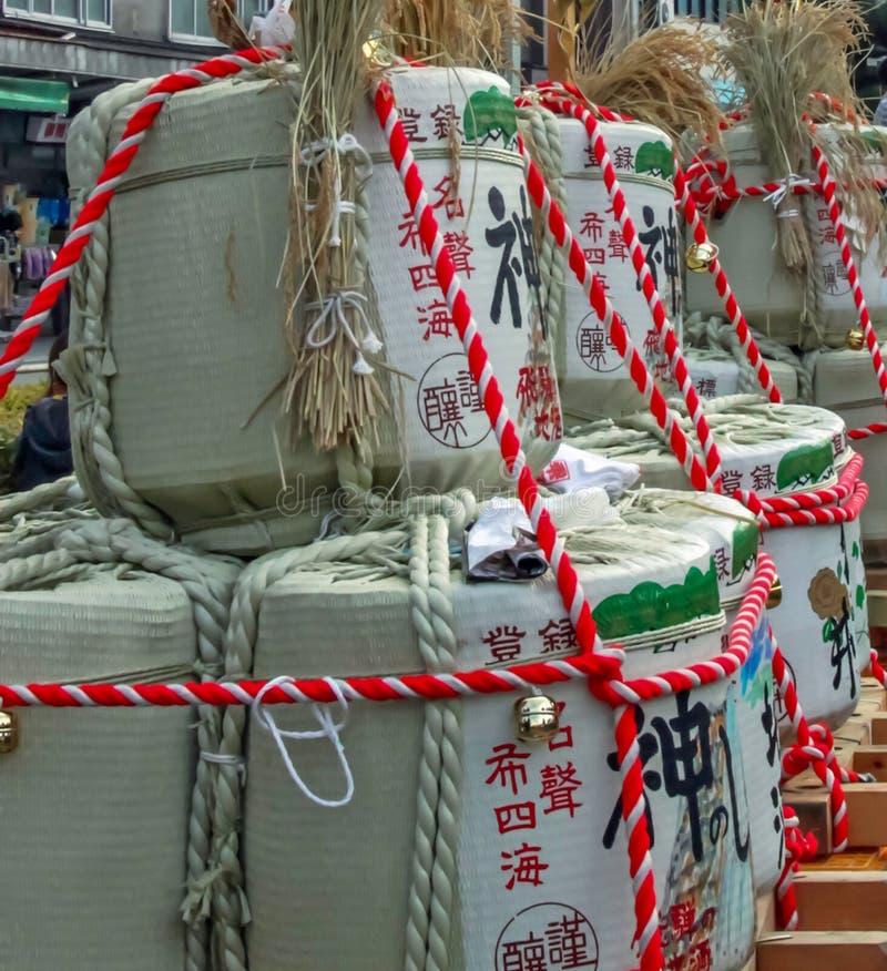 Grundfässer an einem Festival stockfotografie