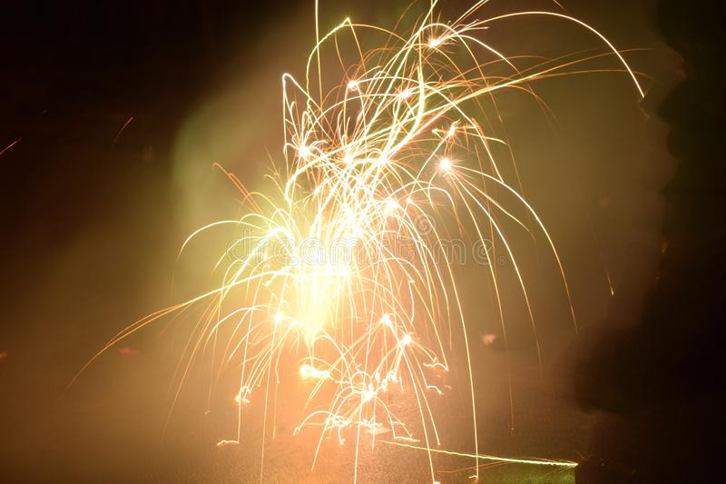 Grundfeuerwerke Glückliches neues Jahr stockbilder